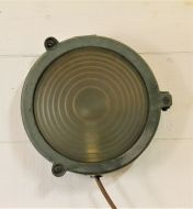 Round bulkhead light with GEC optic