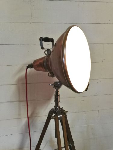 Copper top tripod light